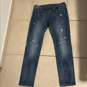 American Eagle ripped demin Jean